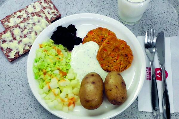 Tarjoamme Oppilas- ja Opiskelijaravintoloissa joka päivä kasvisruokaa ensimmäisenä lounasvaihtoehtona -artikkelikuva